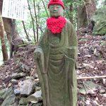 十九丁 地蔵町石の隣に立つお地蔵さん(朝熊岳道)